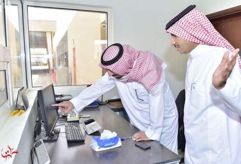 أمير منطقة نجران ينقل شكر القيادة للعاملين في خدمة حجاج اليمن بمنفذ الوديعة