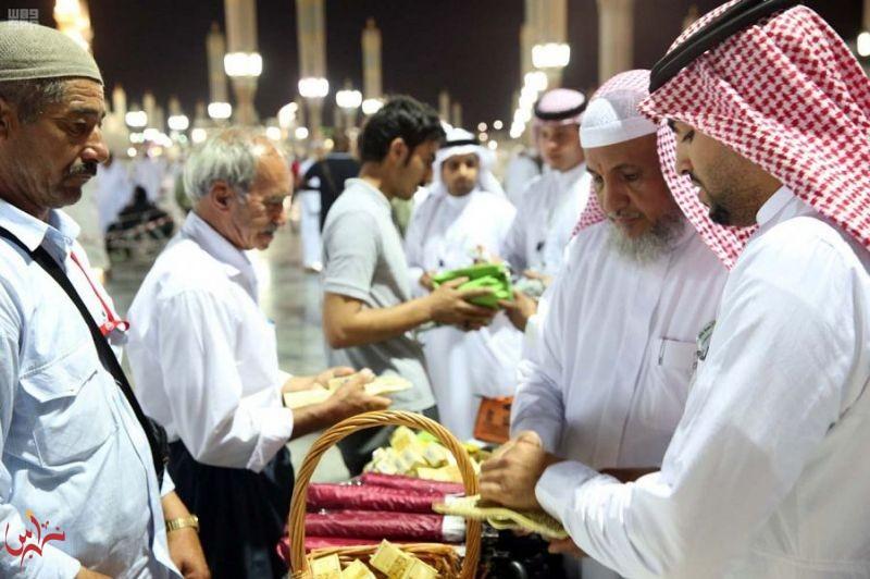 وكالة المسجد النبوي تستقبل الحجاج بالهدايا