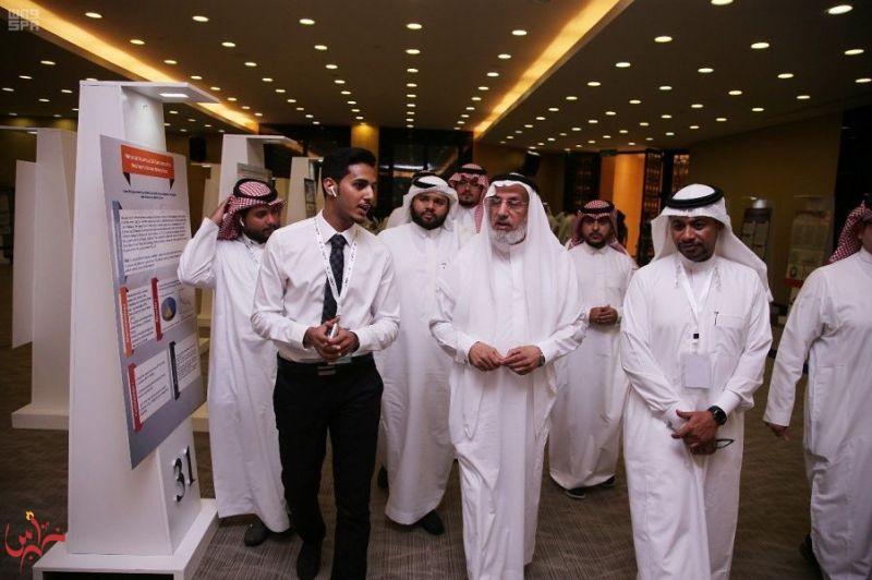 """طلاب سعوديون يقدمون 47 بحثاً طبياً علمياً استضافته """"غرفة مكة"""""""