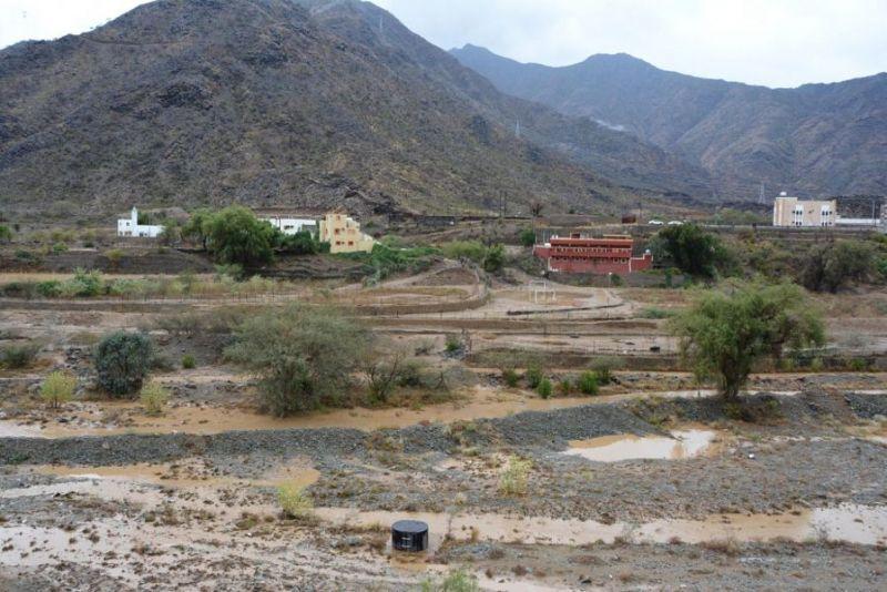 أمطار على محافظة رجال ألمع
