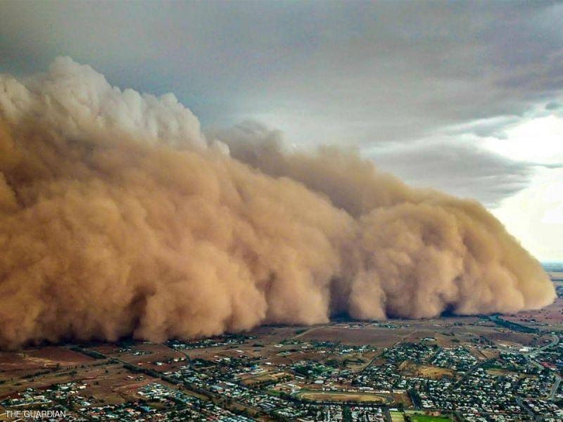 بعد الحرائق والأمطار.. عاصفة ترابية عملاقة تضرب أستراليا
