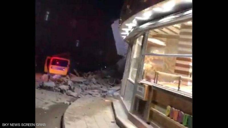 """قتلى بزلزال """"قوي"""" يضرب تركيا.. والجيش مستعد للتدخل"""