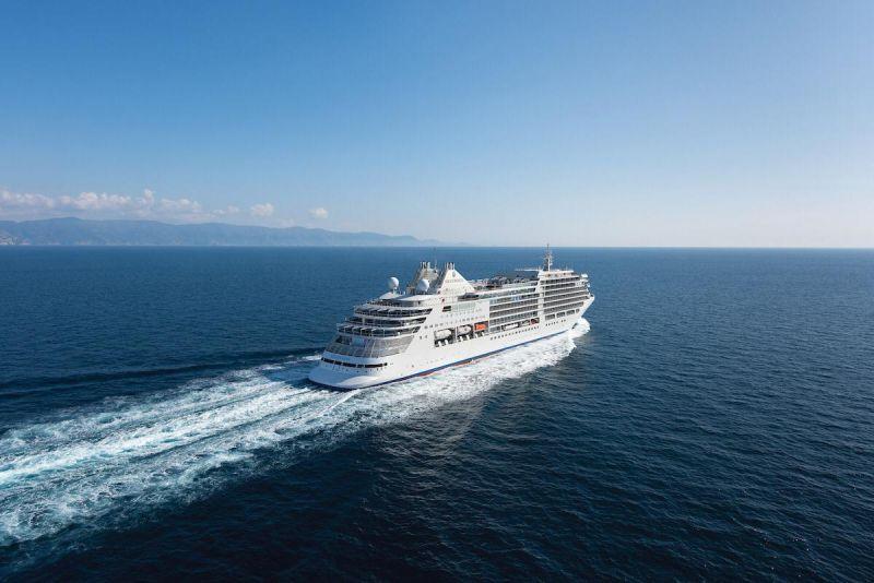 سفن الكروز السياحية الفاخرة في البحر الأحمر