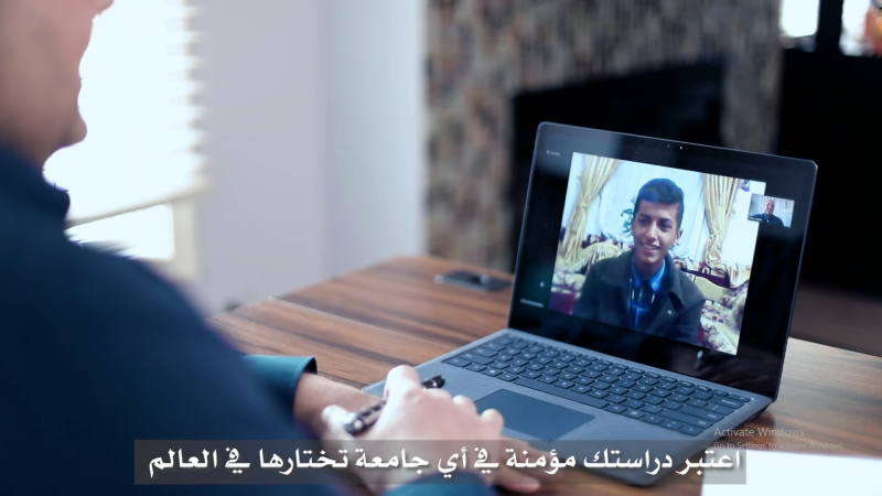 نوبلز العقارية تقدم منحة تعليمية للطفل اليمني الموهوب مشير الحزمي