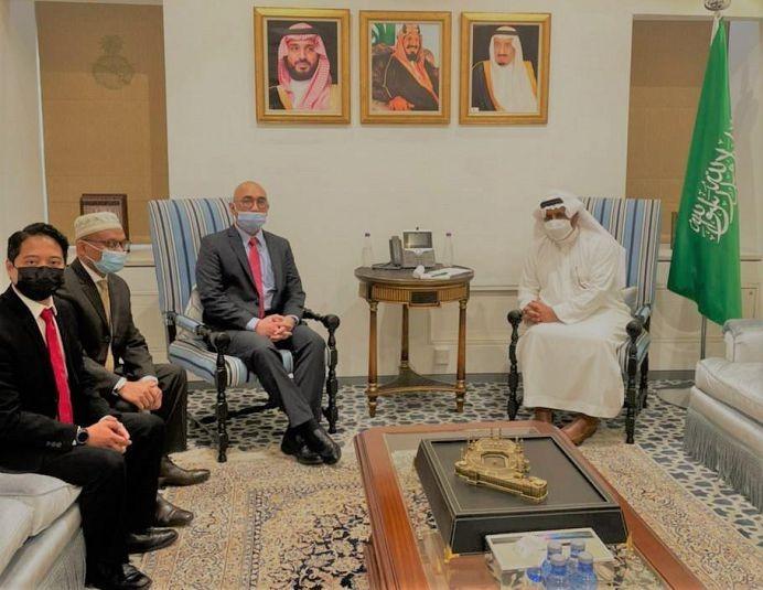 المندوب الدائم للمملكة لدى منظمة التعاون الإسلامي يلتقي بنائب رئيس البعثة الإندونيسية