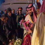 محمد بن سلمان يصل باكستان وعمران خان في مقدمة مستقبليه