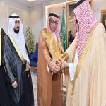 الأمير جلوي بن عبدالعزيز يتسلم نسخة من شهادة الاعتماد المؤسسي الكامل لجامعة نجران