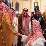 الملك سلمان يستقبل الأمراء والعلماء وجمعاً من المواطنين
