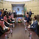 سمو وزير الخارجية يعقد جلسة مباحثات مع نظيره الجزائري