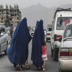 """أفغانيات يلجأن إلى """"مفرش السرير"""" بعد نفاد البرقع"""