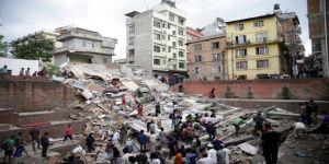 مشاهد من زلزال نيبال لحظة وقوعه والعديد من الضحايا